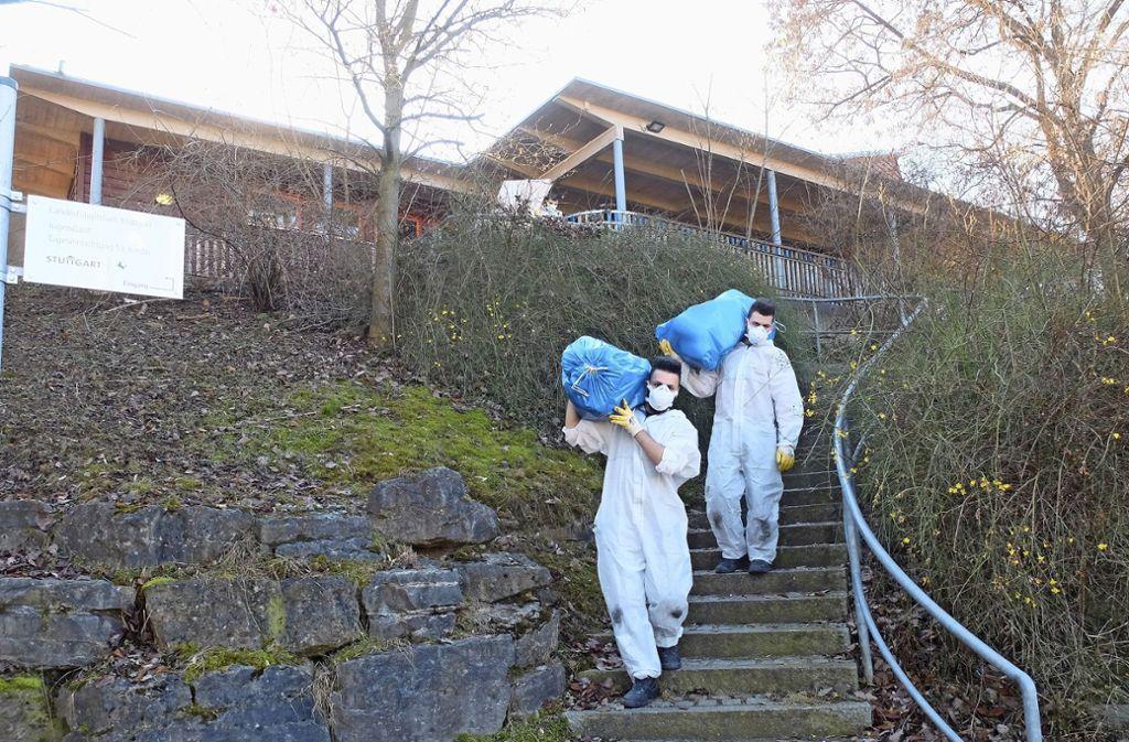 Die Ausräumarbeiten nach dem Einbruch und Brand  in der Kita Eulennest haben am Montag begonnen. Foto: