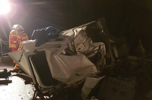 Zwei Verletzte bei Frontalzusammenstoß mit Laster