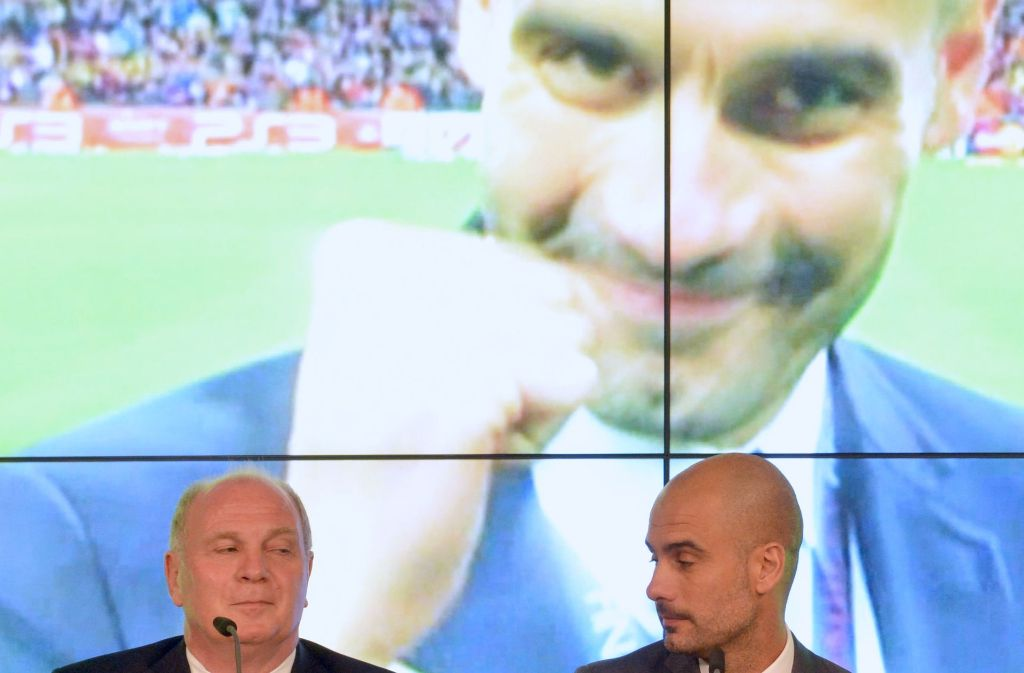 Zwei, die sich aus der gemeinsamen Zeit beim FC Bayern München kennen und schätzen: Uli Hoeneß (links) und Pep Guardiola. Foto: dpa