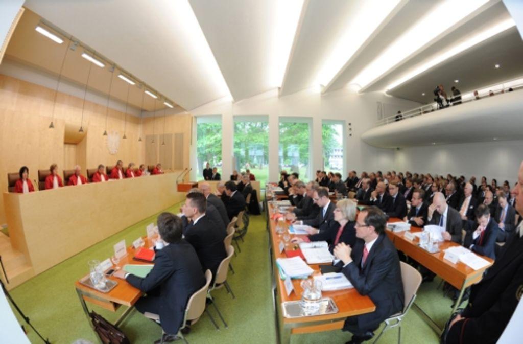 In Karlsruhe wird über die Eurorettung verhandelt. Foto: dpa