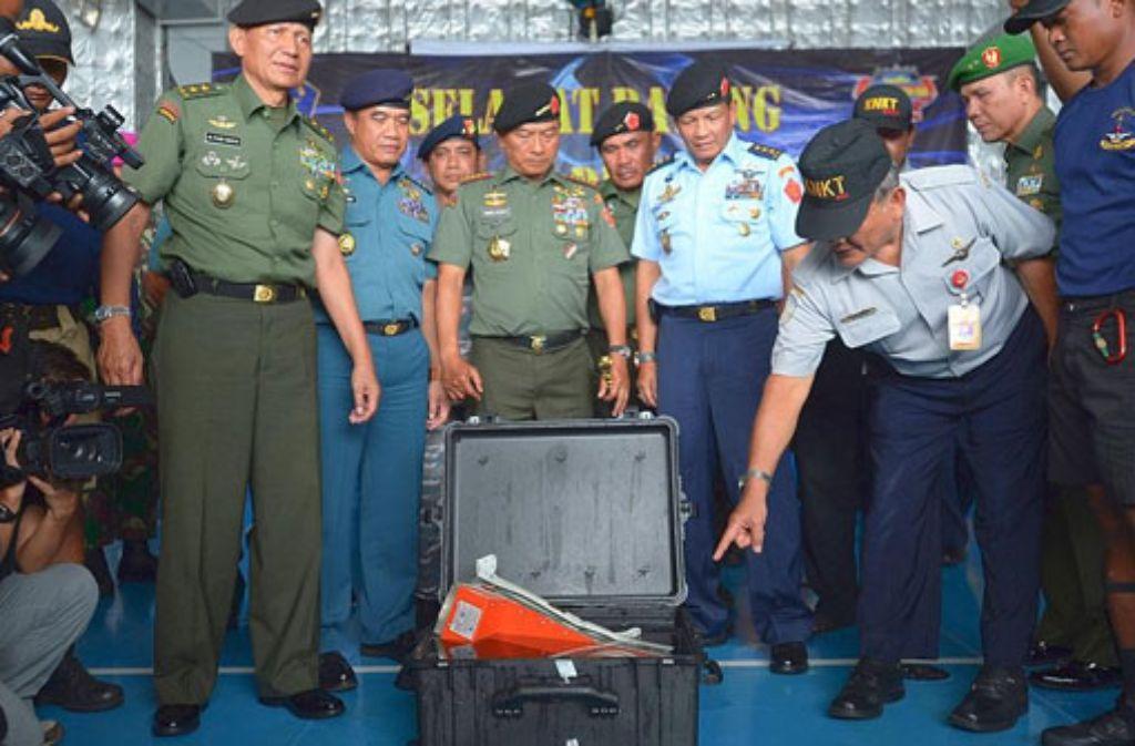Die Flugdatenschreiber der abgestürzten AirAsia-Maschine sind nun beide gefunden.  Foto: dpa