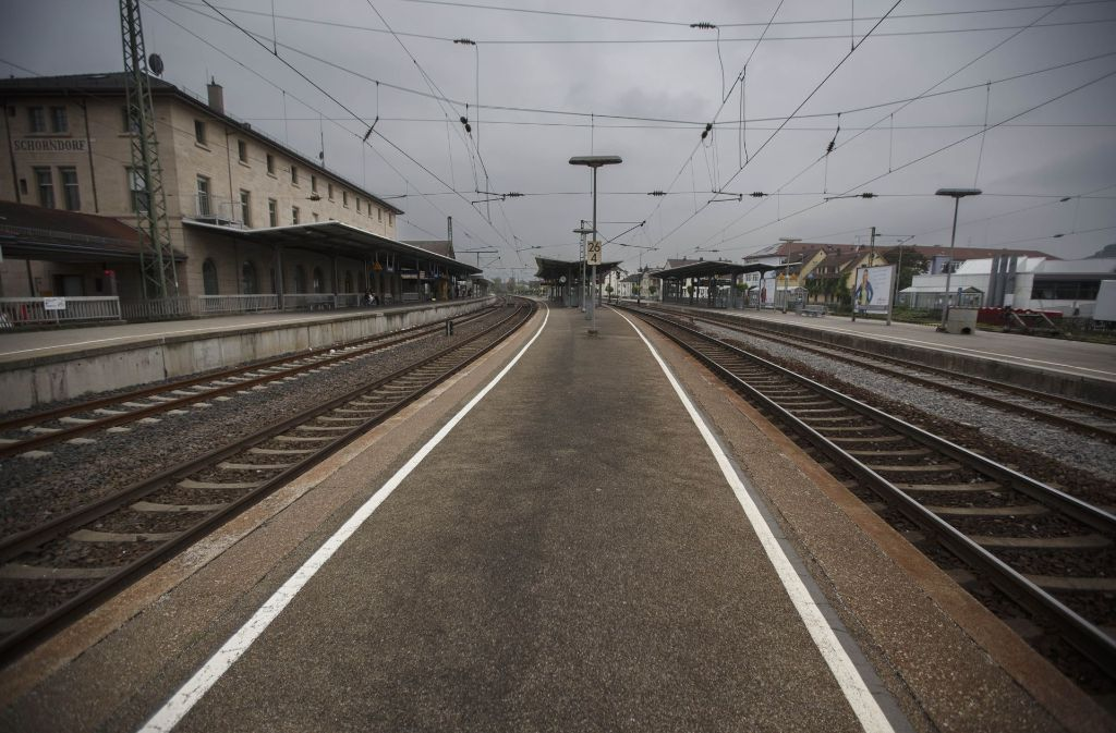 Auf der Bahnstrecke zwischen Plüderhausen und Schorndorf ging am Donnerstagnachmittag wegen eines Kurzschlusses einige Zeit nichts mehr. Foto: Gottfried Stoppel