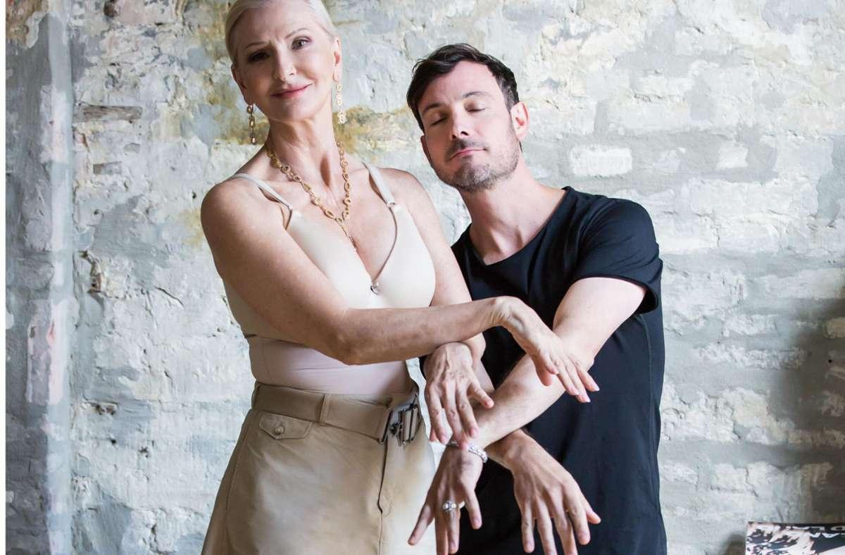 """Entertainerin Désirée Nick und  Ballett-Choreograf Eric Gauthier beim """"Aufwärmen"""" für das Fotoshooting in Berlin. Foto: Jeanette Bak"""