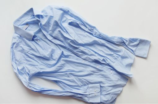 In diesem Artikel zeigen wir Ihnen, wie Sie ohne Bügeleisen bügeln können. 7 Alternativen zum Bügeleisen im Überblick.