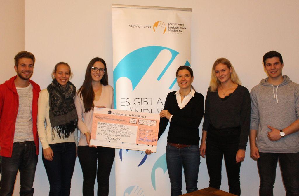 Eine Waiblinger Abitursklasse hat mehr als 2600 Euro an den Stuttgarter Förderverein Krebskranke Kinder gespendet. Foto: privat