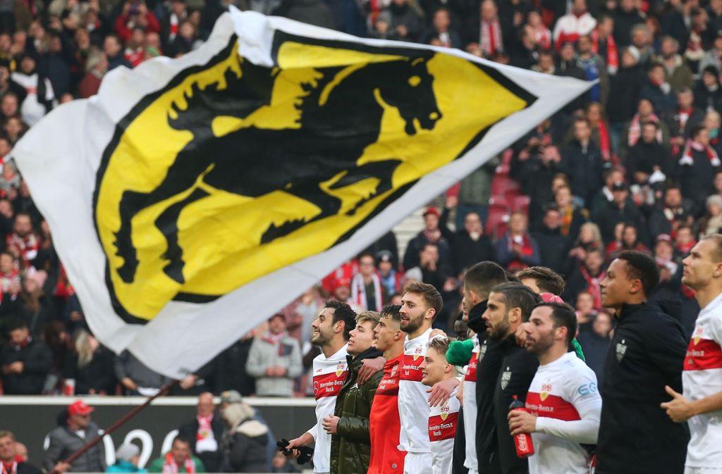 Freude bei den Spielern des VfB Stuttgart nach dem Derbysieg gegen den Karlsruher SC. Foto: Pressefoto Baumann/Alexander Keppler