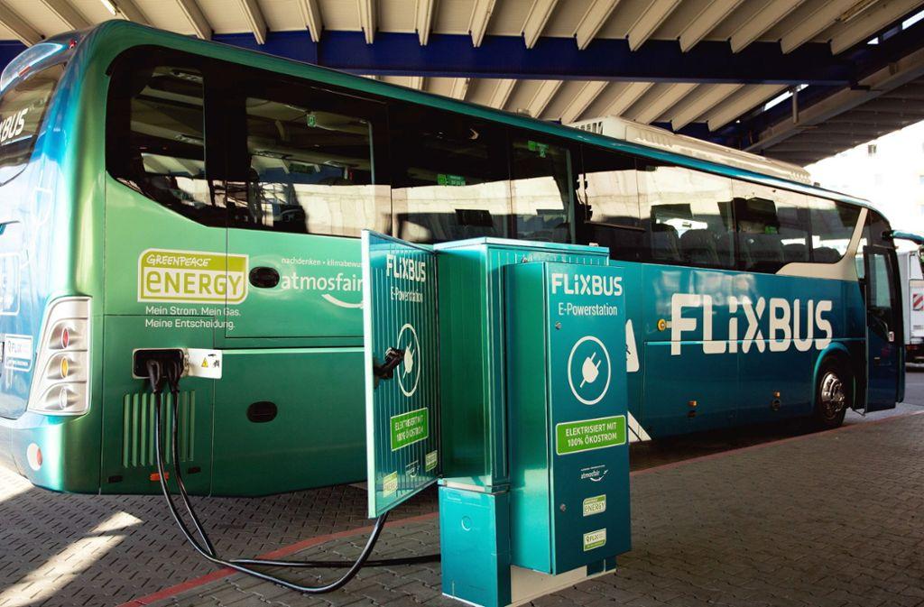 Die Dieselbusse dominieren bei Flixbus, doch es gibt auch vereinzelt Elektro-Fernbusse. Foto: dpa/Flixbus