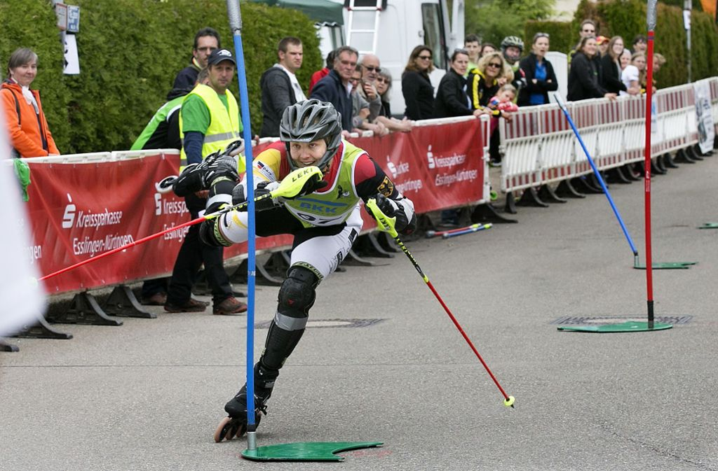 Akrobatische Leistungen bei höchster Geschwindigkeit – das zeichnet den alpinen Inline-Sport aus. Foto: Pressefoto Horst Rudel