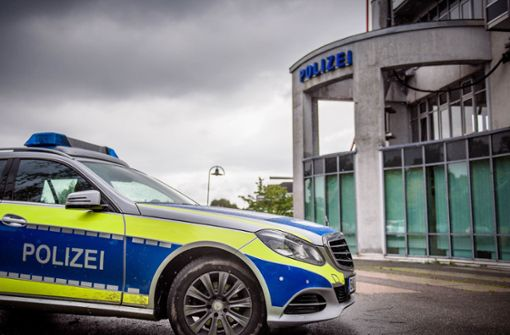 Autofahrer fragt betrunken vor Polizeistation nach freiem Parkplatz