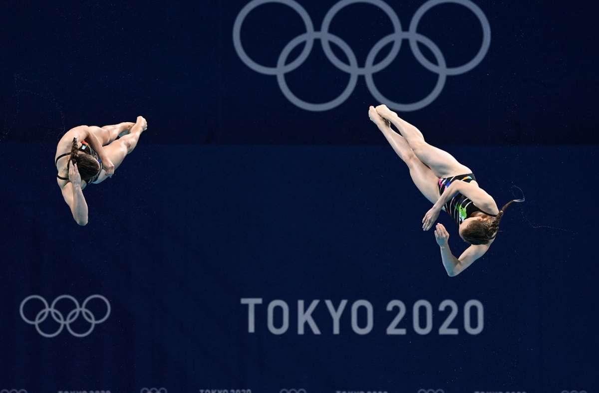 Mit ihren Sprüngen haben es Lena Hentschel und Tina Punzel knapp in die Medaillenränge geschafft. Foto: AFP/JONATHAN NACKSTRAND