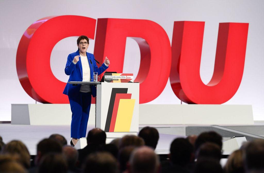 Die CDU-Vorsitzende Annegret Kramp-Karrenbauer stellt die Machtfrage. Foto: AP/Jens Meyer