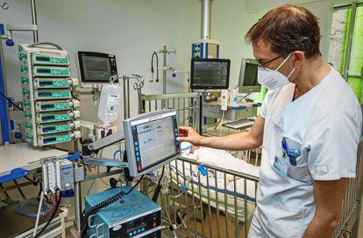 Kliniken behandeln noch viele schwere Fälle