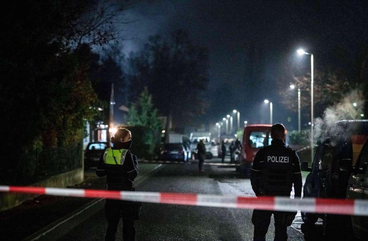 Die Polizei sperrte den Tatort ab. Foto: dpa/Fabian Strauch