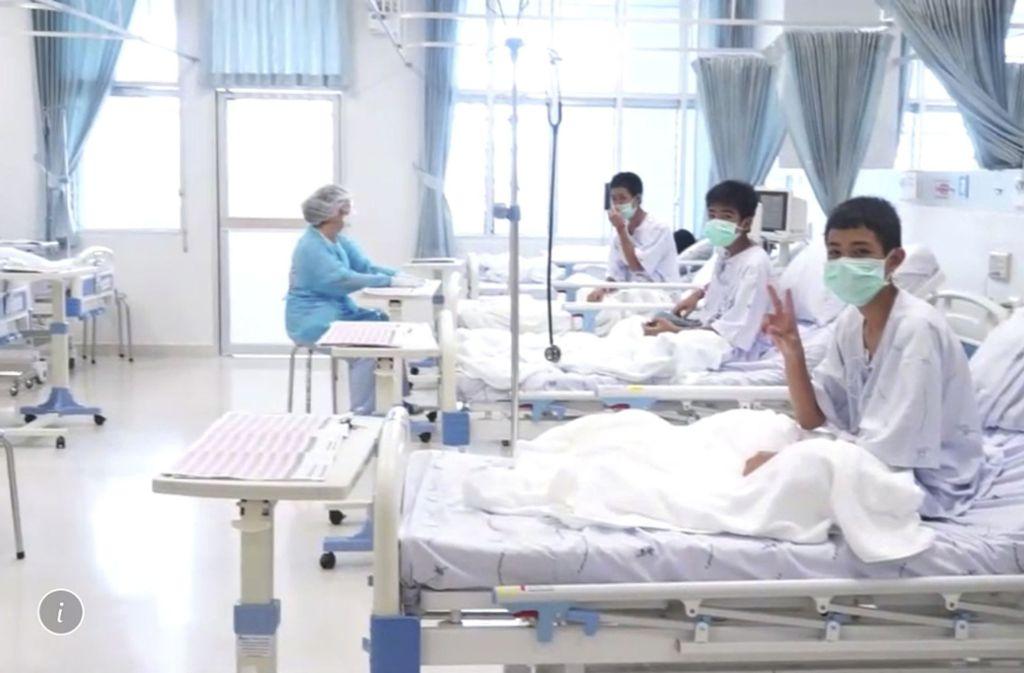 Drei der aus einer Höhle in Thailand geretteten Jungen im Krankenhaus. Foto: Thailand Government Spokesman Bu