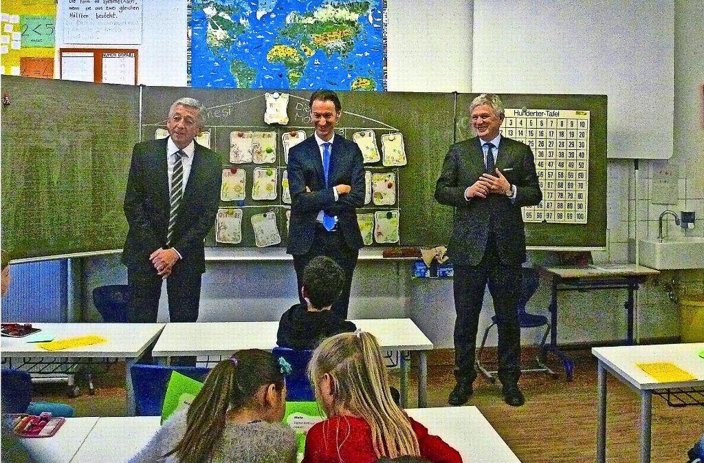 Massimo Mongero (von links, Leiter der Schulabteilung des Konsulats), Massimo Darchini (italienischer Generalkonsul), Pietro Benassi (italienischer Botschafter) Foto: Mostbacher-Dix