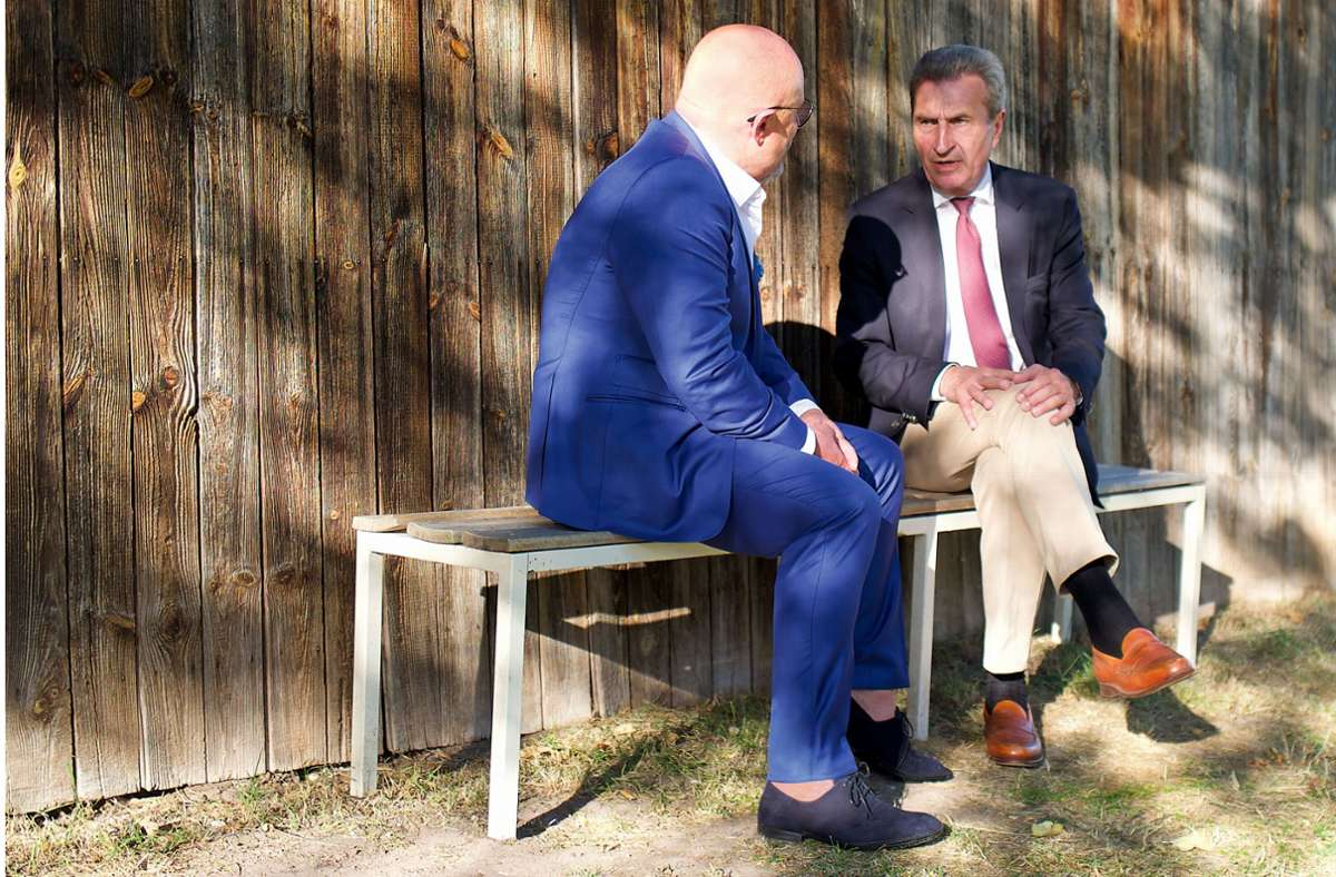 Jörg Mink und Günther Oettinger im Gespräch. Foto: StZ Magazin/Petra Ruehle