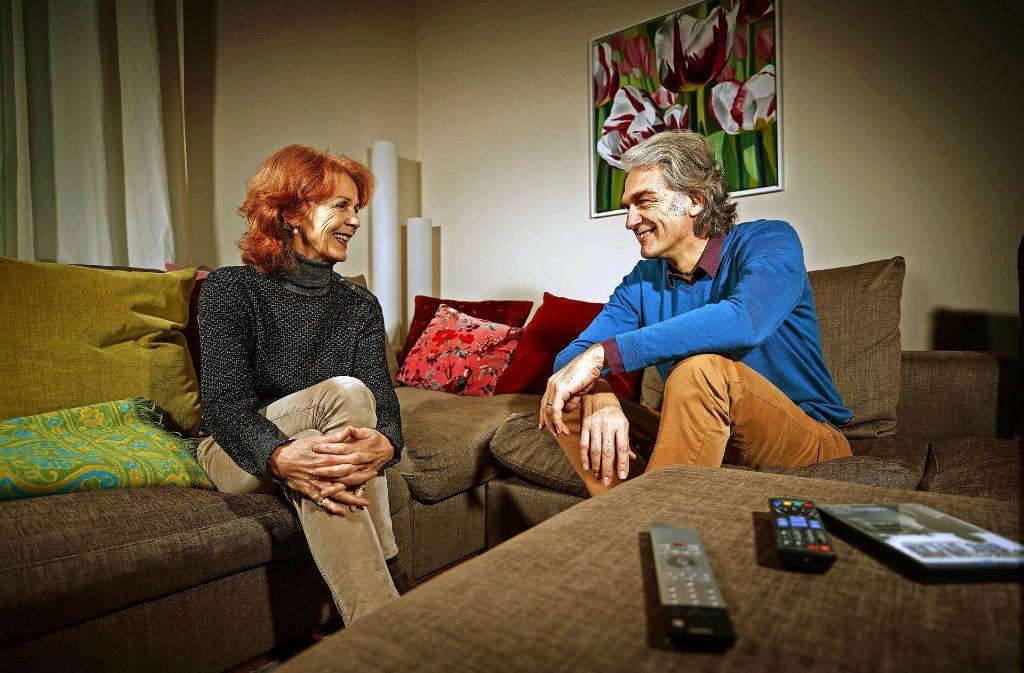 """Sigrid Klausmann, 61, stammt aus Furtwangen. Sie unterrichtete Modernen Tanz und war Choreografin. Seit 2001 widmet sie sich dem Dokumentarfilm. Walter Sittler, geboren 1952 in Chicago, kam vor 29 Jahren ans Stuttgarter Staatstheater. Bekannt wurde er durch TV-Serien wie """"Nikola"""". Foto: Gottfried Stoppel"""