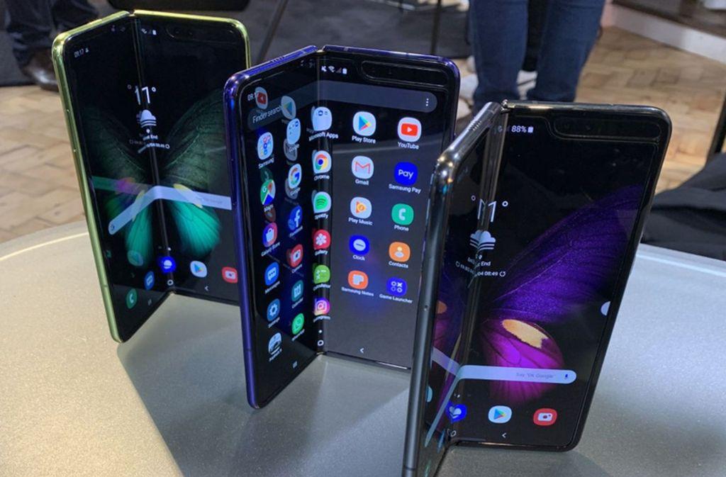 Auch Samsung hat faltbare Smartphones auf den Markt gebracht. Foto: dpa/Martyn Landi