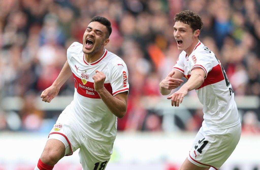 Ozan Kabak (links) schreit seine Freude über seinen ersten VfB-Treffer heraus. Foto: Getty