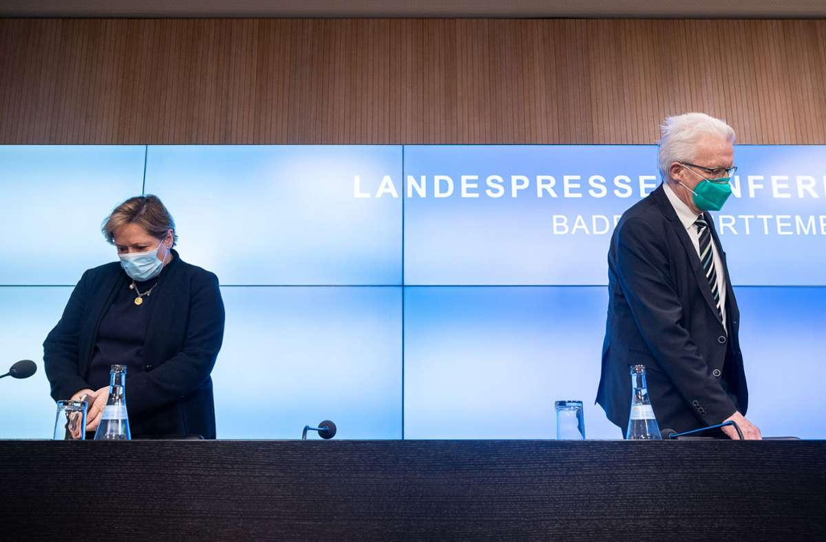 Winfried Kretschmann und Susanne Eisenmann fordern Rücktritte im Zuge der Maskenaffäre. Foto: dpa/Sebastian Gollnow