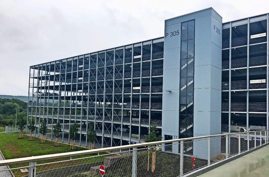 Sieben Stockwerke hat das neue Parkhaus  mit dem Namen P 305 Foto: Daimler