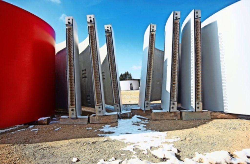 In Lauterstein liegen viele Turmteile bereit zum Aufbau der Windräder. Foto: Horst Rudel