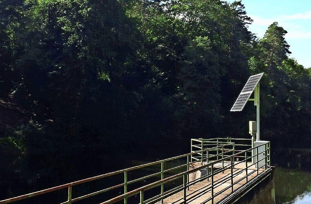 Diebe haben zwei Solarmodule am Neuen See/Pfaffensee gestohlen. Die Module erzeugen Strom, den die Messstationen brauchen, um ihre Daten zu übermitteln. Foto: z/Netze BW