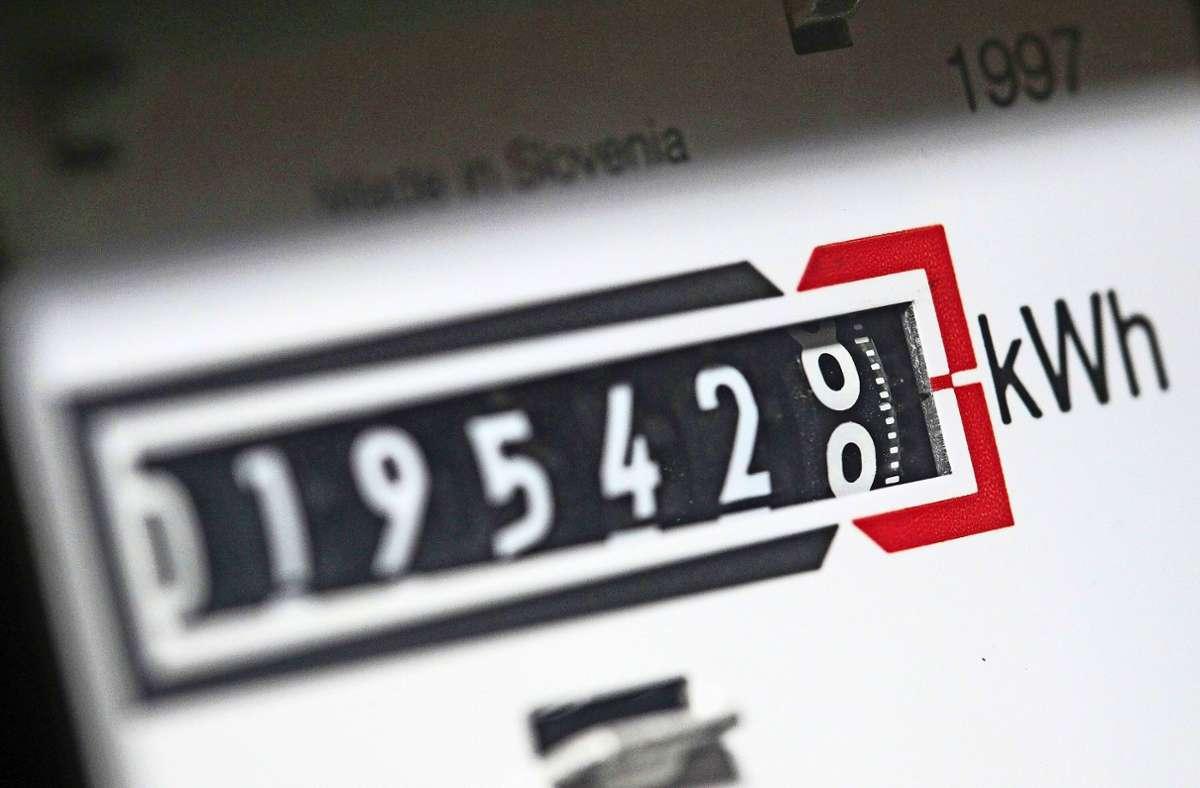 Gnadenlos läuft der  Stromzähler. Um den Jahresverbrauch  miteinander vergleichen zu können, sollten 365 Tage zwischen den Ableseterminen liegen. Foto: dpa/Jan Woitas
