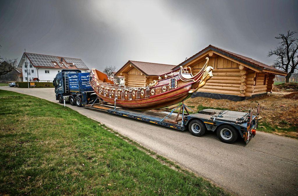 Das neue Piratenschiff ist vermutlich nach Ostern abfahrbereit, in den Blockhütten kann ab Juni übernachtet werden. Foto: Stoppel