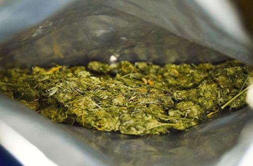 Polizeibeamte finden 800 Gramm Marihuana in Kofferraum