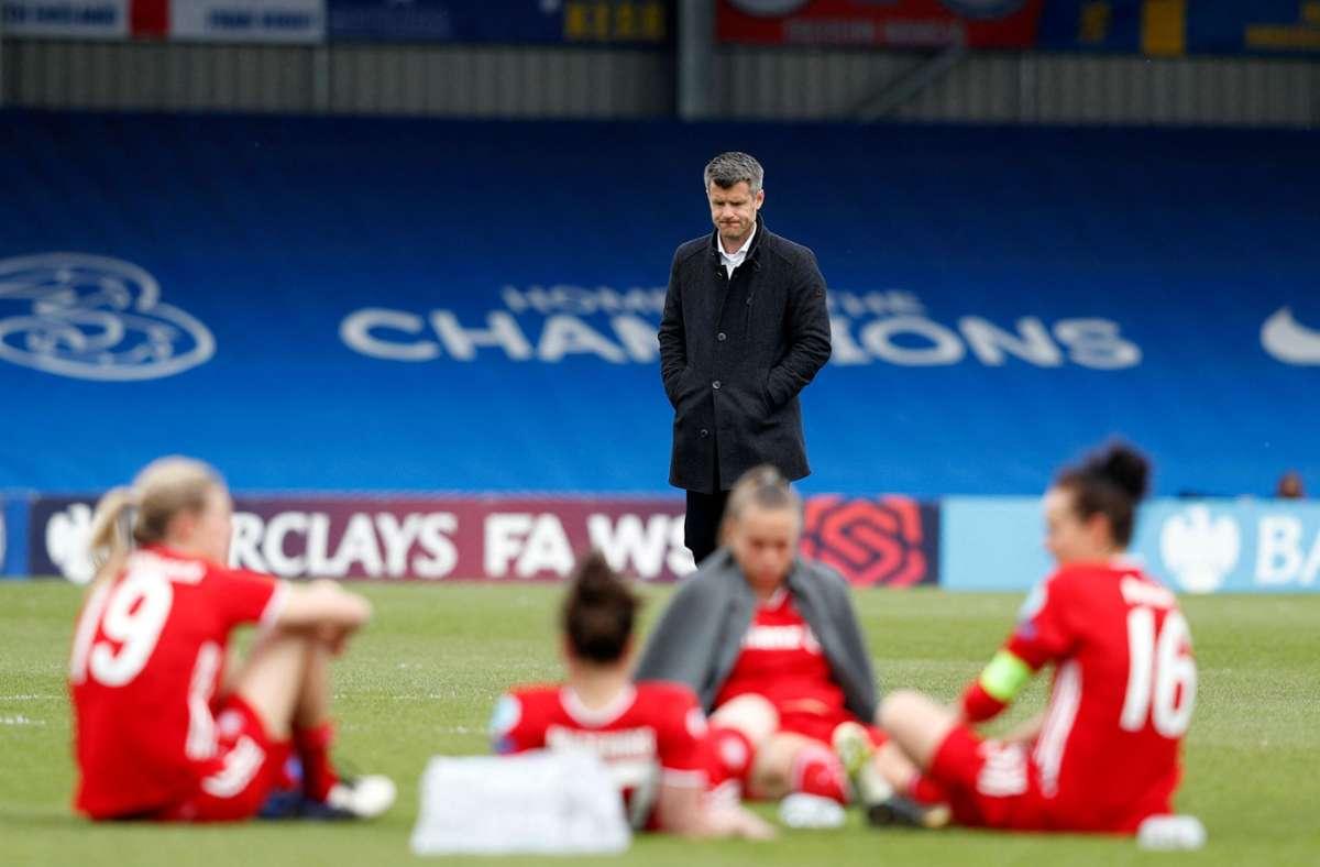Jens Scheuer und die Bayern-Frauen sind am FC Chelsea gescheitert. Foto: AFP/ADRIAN DENNIS