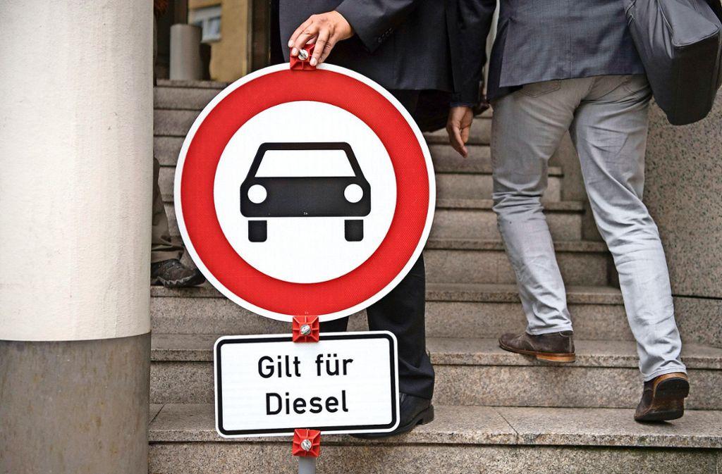 Das Verwaltungsgericht Wiesbaden Frankfurt aufgefordert, einen Luftreinhalteplan zu erstellen. Foto: dpa