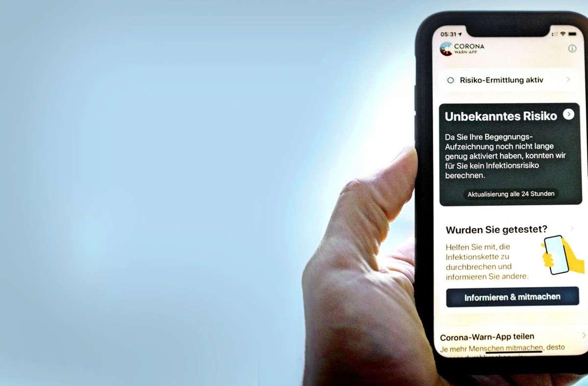 15,8 Millionen mal ist die Corona-Warn-App der Regierung schon von den entsprechenden Plattformen heruntergeladen worden. Foto: picture alliance/dpa/Kay Nietfeld