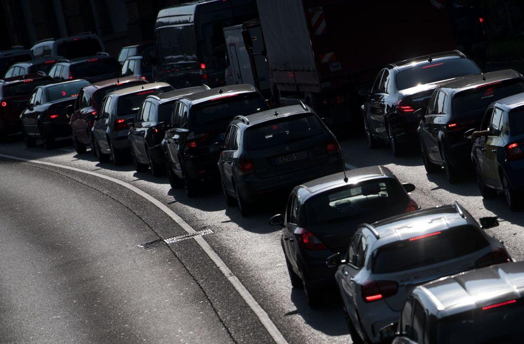 Stau gehört für viele Stuttgarter, die ein Auto haben, zum Alltag. Foto: dpa/Marijan Murat