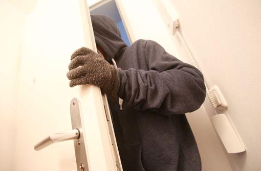 Einbrecher flüchtet – und kommt wieder zurück
