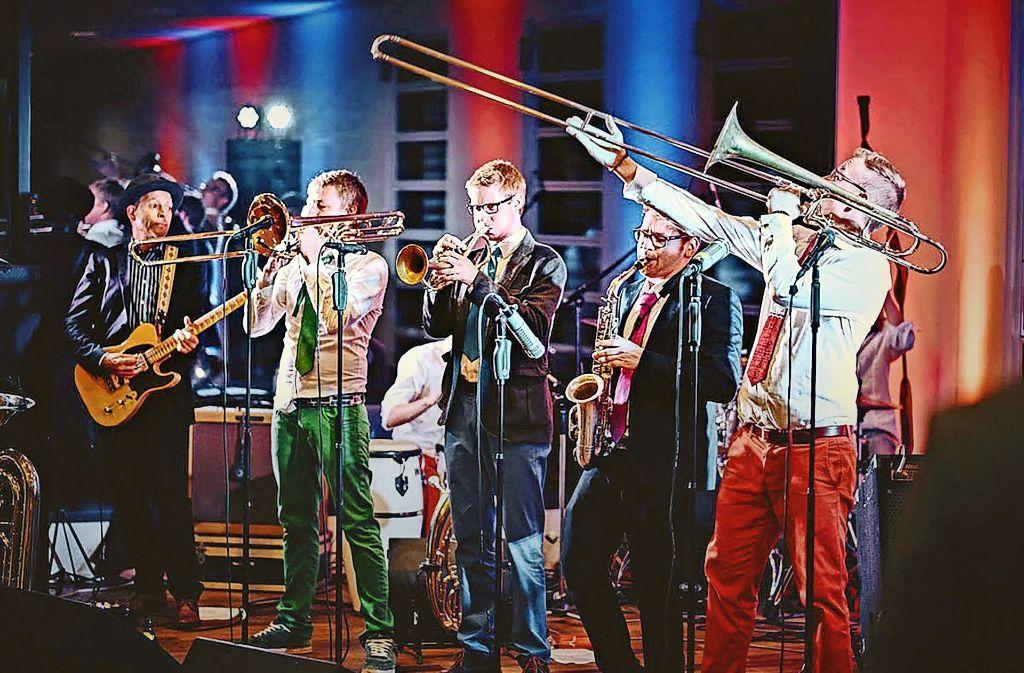 Eine bunte Truppe: die Band Erpfenbrass Foto: Erpfenbrass