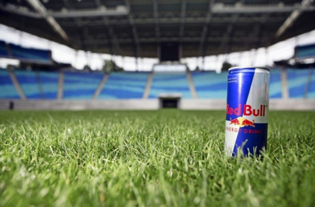 Wohl einer der bekanntesten Energydrinks auf dem Markt: Red Bull. Foto: dpa