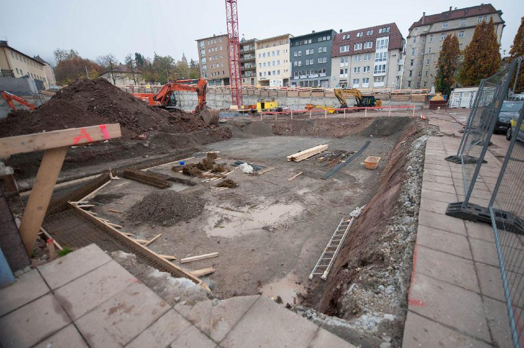 An der Hauptstätter Straße in Stuttgart-Süd klafft eine große Lücke - auf dem Möbel Mammut-Gelände entsteht das Wohn- und Geschäftsgebäude Heusteig Living. Foto: 7aktuell.de/Florian Gerlach