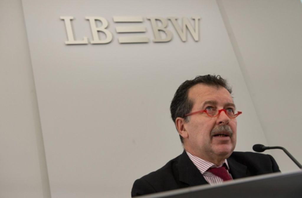 Hans-Jörg Vetter hat die Landesbank aus der Krise geführt. Im November tritt er ab. Foto: dpa