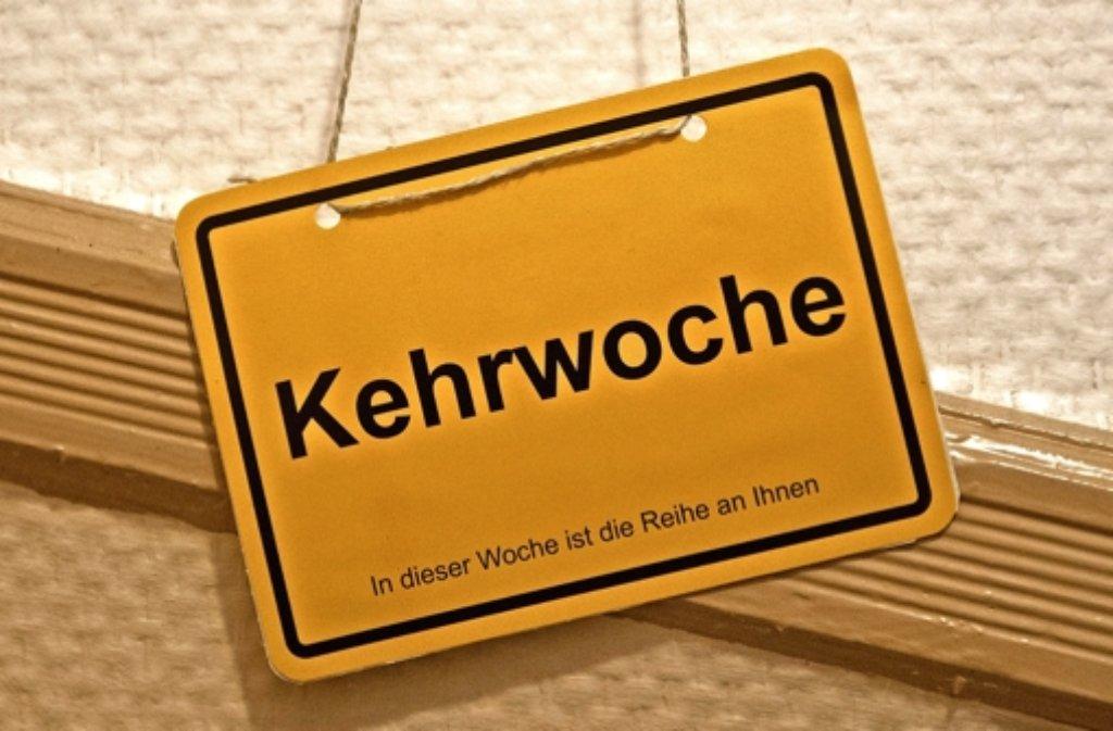 In Stuttgart hat jedes Haus, das etwas auf sich hält, natürlich ein Kehrwochen-Schild. Foto: dpa