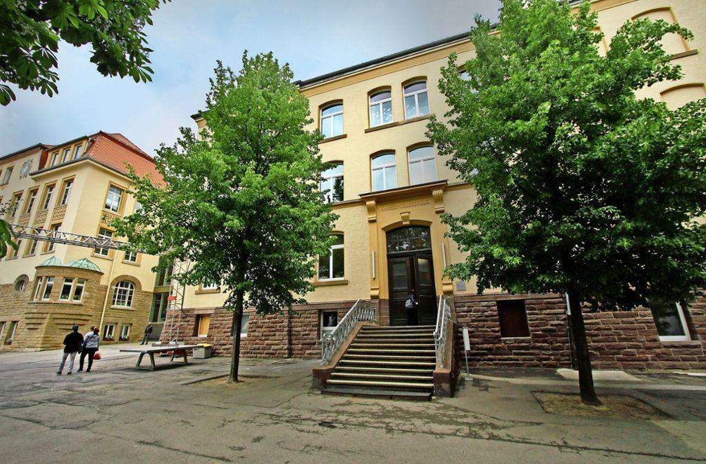 Die ehemalige Mädchenschule (linkes Gebäude), später Pestalozzischule Foto: factum/Archiv