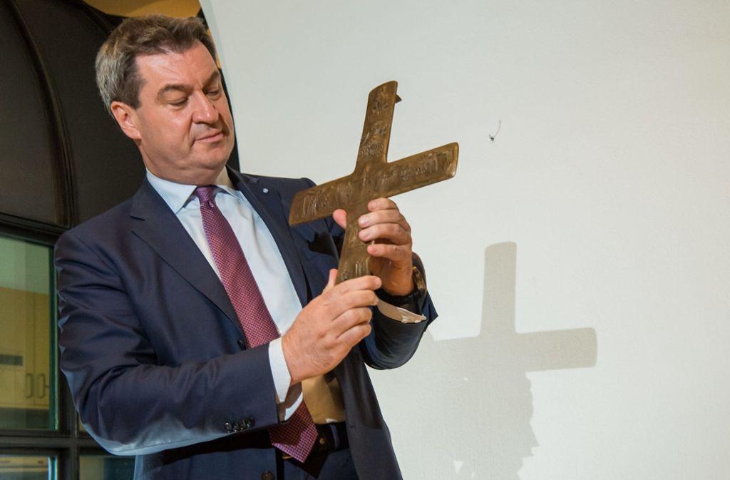 Markus Söder will, dass in Bayern Kreuze in staatlichen Dienstgebäuden hängen. Foto: dpa