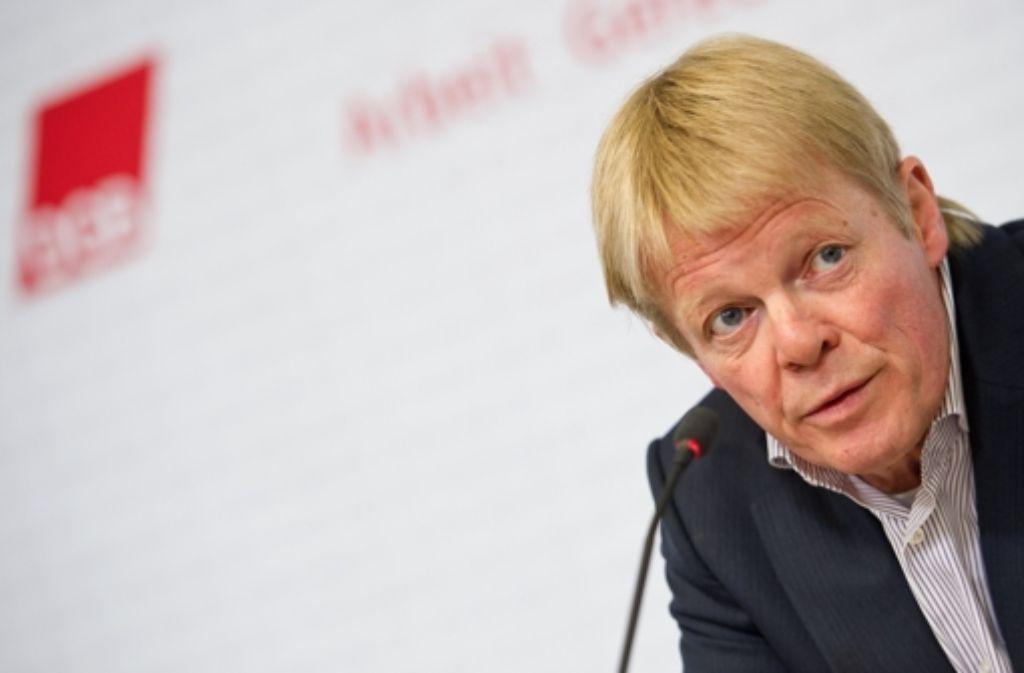 DGB-Chef Reiner Hoffmann warnt die Kanzlerin vor Brüsseler Plänen, die sich gegen die Tarifautonomie von Gewerkschaften und Arbeitgeberverbänden richten könnten. Foto: dpa