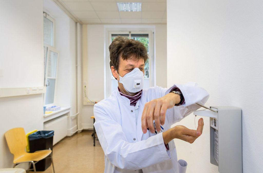 Bringt Corona das Gesundheitswesen in Gefahr? Die Virusepidemie ist ein Stresstest für Krankenhäuser und die Gesundheitsbehörden. Foto: dpa/Robert Michael