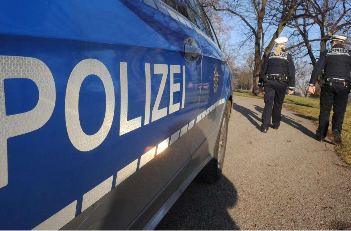 Die Polizisten konnten den 30-Jährigen schließlich überwältigen. (Symbolbild) Foto: dpa/Franziska Kraufmann