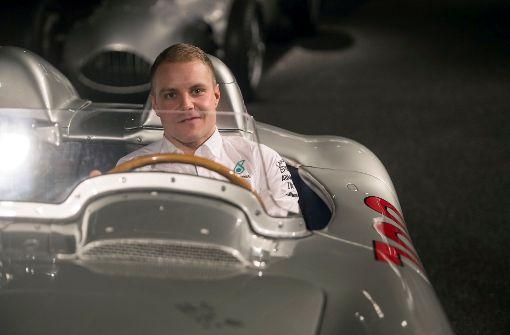 Neuer Silberpfeil wird von Bottas und Hamilton enthüllt