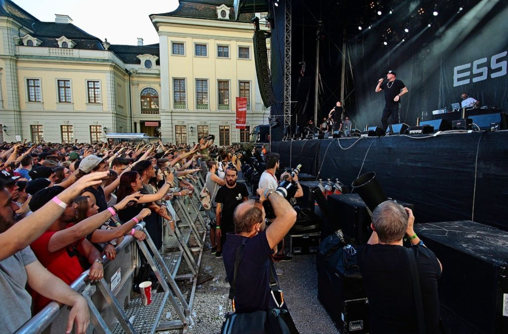 Bejubelt von Fans, von Fotografen im Visier: der Rapper Kool Savas Foto: factum/Granville