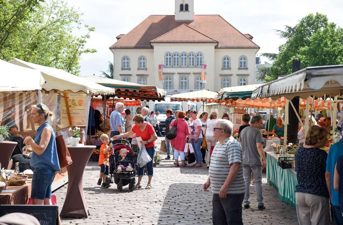 Einmal pro Woche auch abends? Die Liberalen im Sindelfinger Gemeinderat regen einen Abend-Wochenmarkt auf dem Marktplatz an. Foto: /Bischof/Archiv