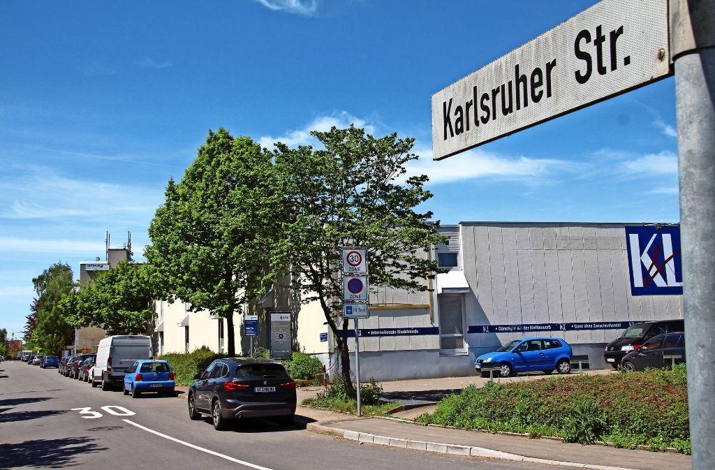 Die Karlsruher Straße ist ein beliebter Gratis-Parkplatz. Bei den Anwohnern löst dies Empörung aus. Unlängst ist sogar ein Protest-Flugblatt aufgetaucht. Foto: Sabrina Höbel