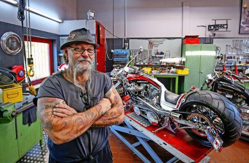 Ein Stuttgarter motzt Motorräder zu Kunst auf